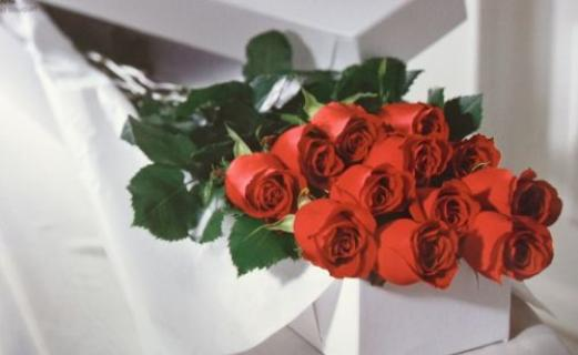 "Arnold Florist ""Boxed Roses\"""