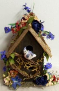 AF Wooden Birdhouse with Blue Jay