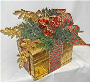 Decorative Golden Box Design